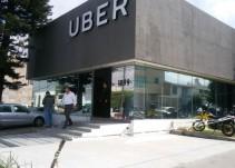 Choferes de Uber protestan por segundo día