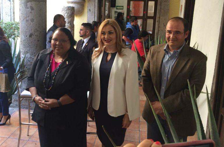 Guadalajara y el Consulado estadounidense firman convenio para becar a mexicanos