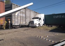 Se registra accidente entre un tráiler y el tren