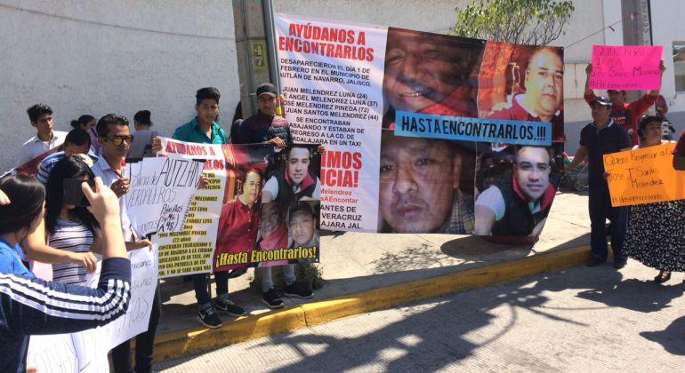 Familiares de veracruzanos desaparecidos en Jalisco protestan
