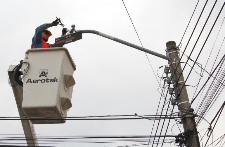 Piden cancelar millonaria compra directa de luminarias para Zapopan