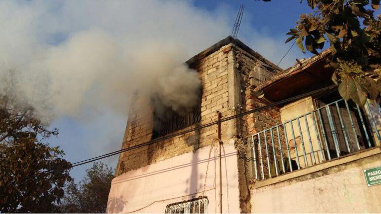 Incendio en casa deja una persona lesionada