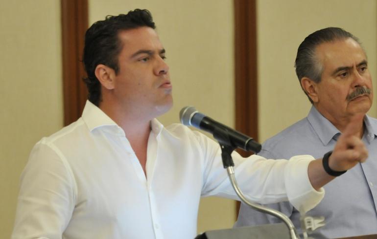 Revocaremos permisos a camioneros: Aristóteles Sandoval