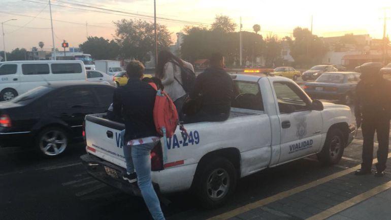 Unidades oficiales continúan trasladando a usuarios del TP