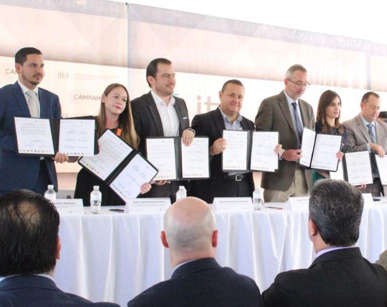 Firman convenio de transparencia electoral