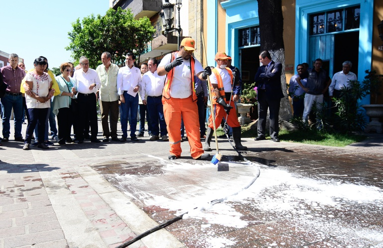 Refuerzan aseo público en calles del Centro Histórico