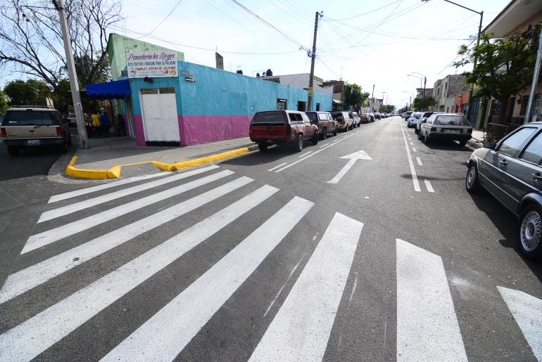 Entregan remodelación de calles en colonia Santa María
