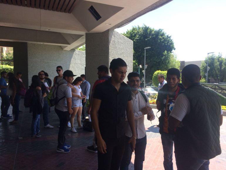 Estudiantes se manifiestan por asesinato de alumna de la UdeG