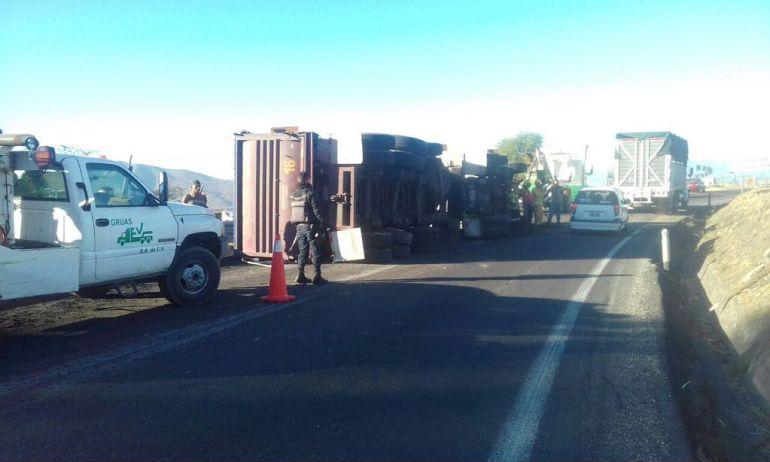 Accidente en carretera a Morelia complica la vialidad