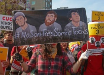 Liberan a policías detenidos por la desaparición de tres estudiantes de cine