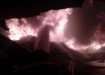 Incendio en fábrica de plásticos 4 intoxicados