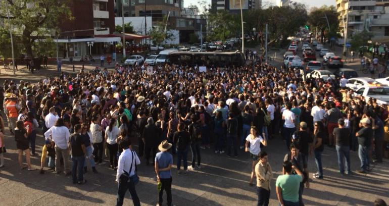 Más de 12 mil tapatíos salen a exigir paz