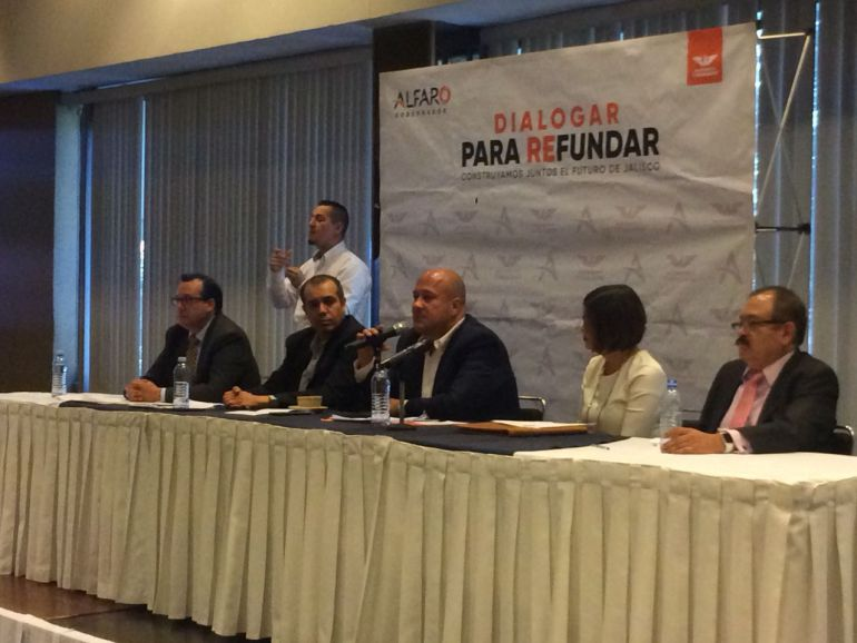 Presenta Alfaro su propuesta de combate a la corrupción