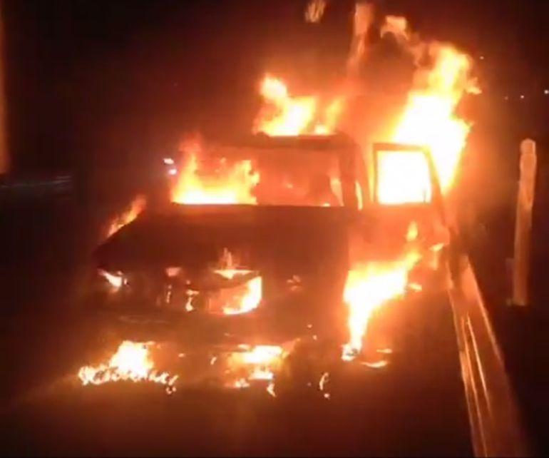 Se incendia camioneta en carretera libre Guadalajara - Colima