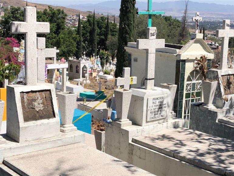 Saquean tumbas en el panteón Jardín en Guadalajara