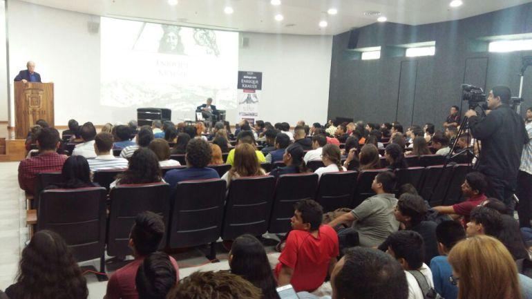 Enrique Krauze se solidariza con familias de estudiantes de cine