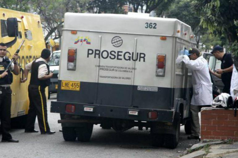FGJ investiga intento de asalto a camión blindado