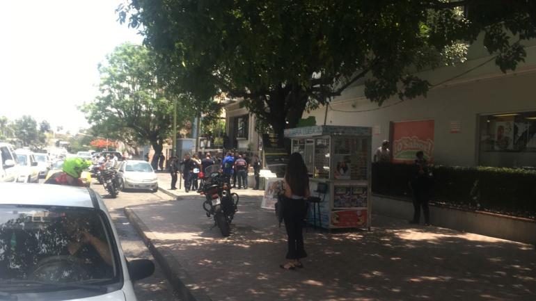 Asalto, persecución y arresto de cuatro sujetos en Parque Morelos