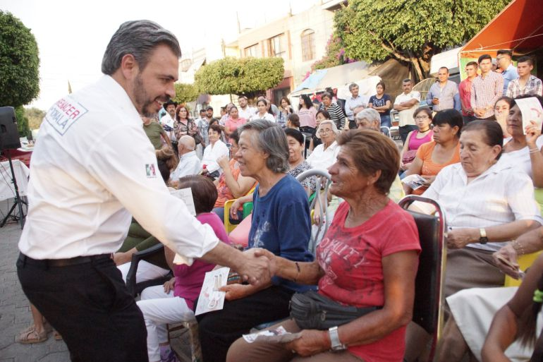 Bañales propone construir clínica a favor de los más vulnerables