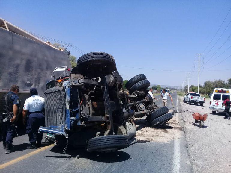 Fatal choque deja cuatro muertos en la carretera Guadalajara- Lagos de Moreno