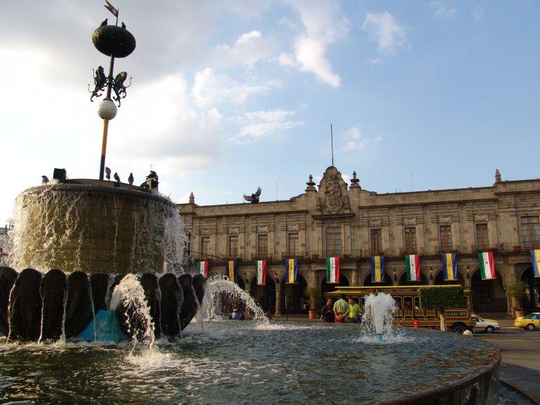 Comerciantes del centro se reúnen con candidatos a la alcaldía de Guadalajara