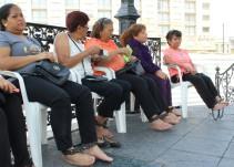 Afectados de las explosiones del 22 de abril se encadenan en Plaza de Armas como protesta