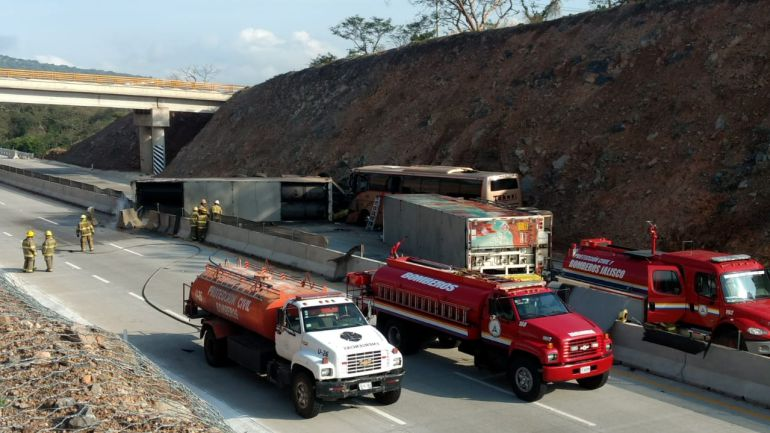 Un muerto y cuatro lesionados deja accidente en Tlajomulco