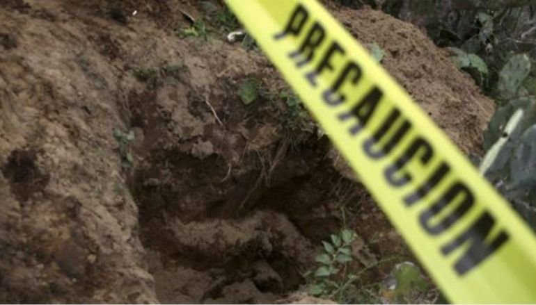 Suman ocho cuerpos extraídos de fosa clandestina en El Salto
