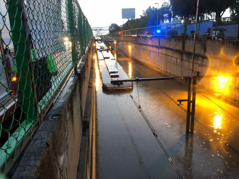 Tormenta deja 100 casa inundadas y casi 200 autos dañados