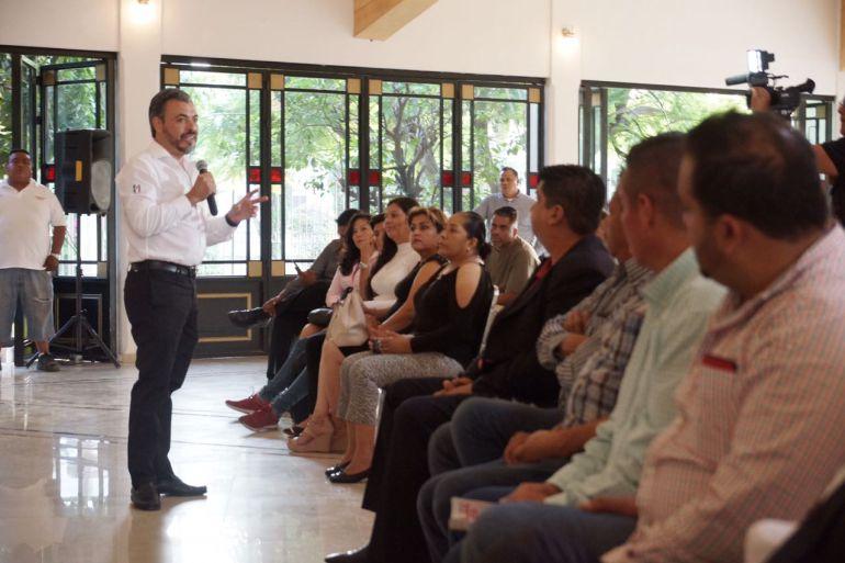 Oswaldo Bañales se compromete con empresarios de Tonalá