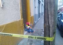 Fallece un hombre a la puerta de una casa en el centro