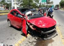 Volcadura de un automotor en Guadalajara deja una persona fallecida