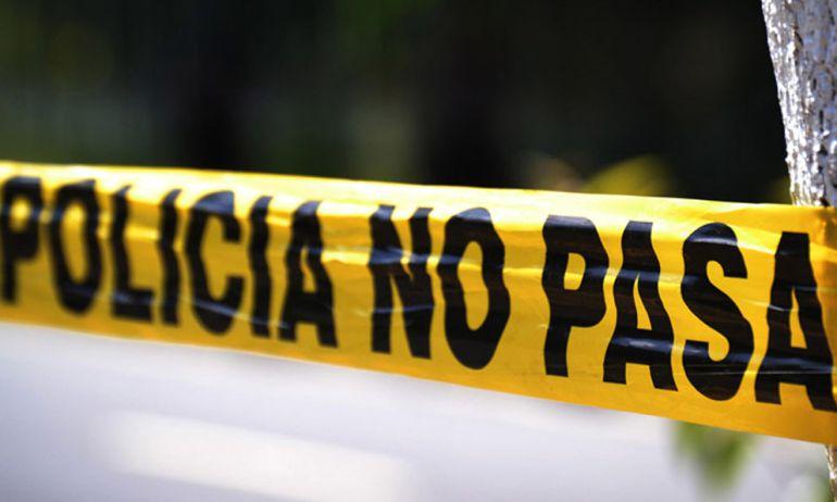 Localizan cuerpos en Fraccionamiento Los Robles: Localizan cuerpos en la entrada del Fraccionamiento Los Robles