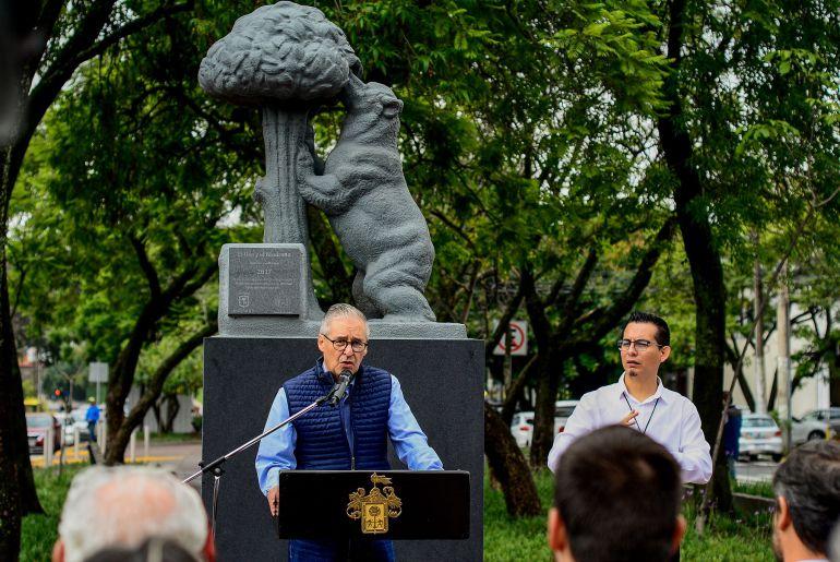 Inauguran en Guadalajara la escultura El Oso y el Madroño