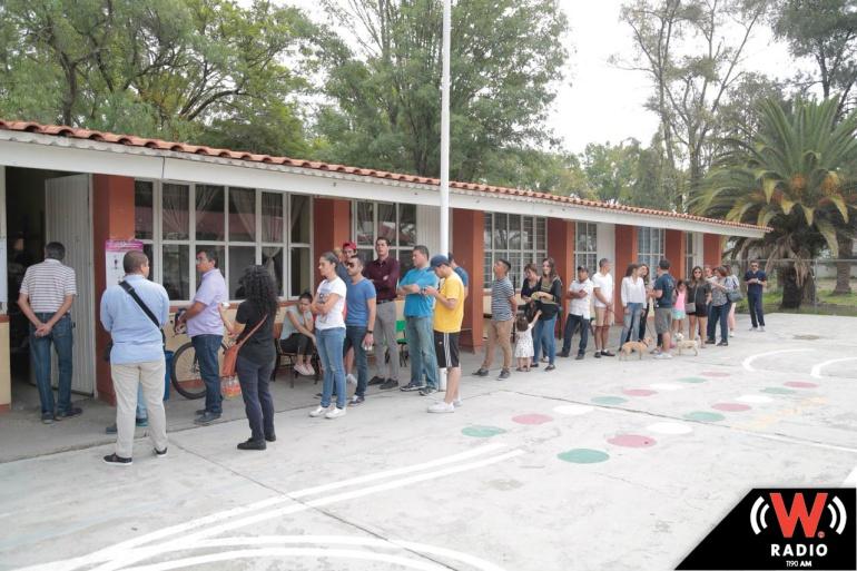 Reportan atrasos de hasta cuatro horas en la instalación de casillas en Jalisco