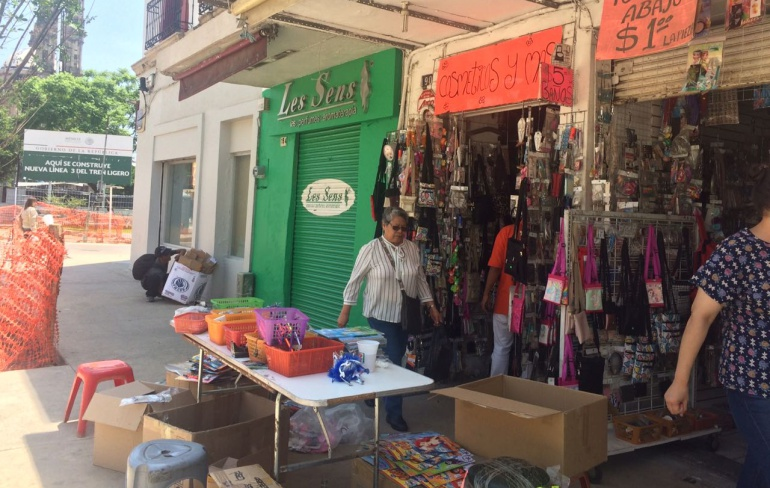 Peatonalización de avenida Alcalde afecta a comerciantes