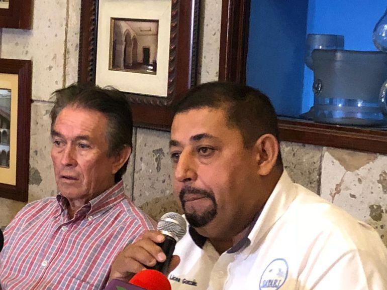 Camioneros piden apoyo a Enrique Alfaro para que Semov deje hostigarlos