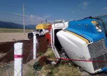 Volcadura deja tres lesionados en Teocuitatlán de Corona