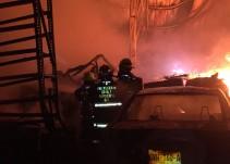 Incendio en una tienda de electrónicos provoca la movilización de tres corporaciones