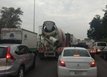 Obras en Periférico generan pérdidas a transportistas de carga pesada