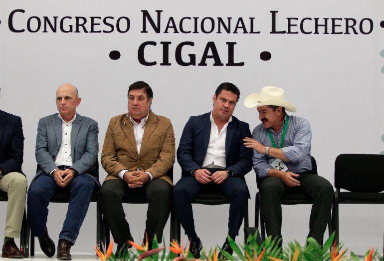 Aristóteles se compromete a reunirse con ganaderos de Jalisco