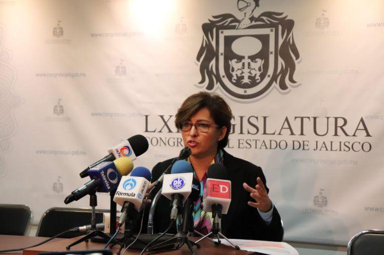 Mónica Almeida reprueba las discusiones entre Salvador Caro y Enrique Aubry