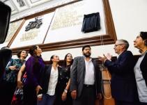 Van Ignacio L. Vallarta y Gerardo Murillo en letras doradas en el Palacio Municipal