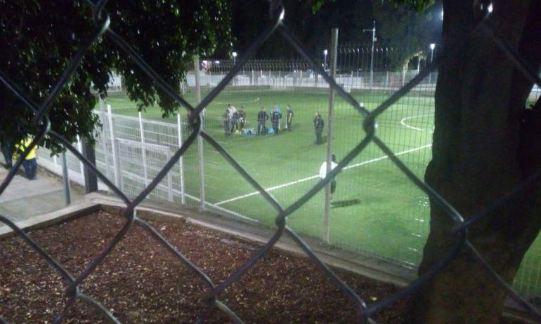 Agreden a balazos a cuatro personas mientras jugaban futbol