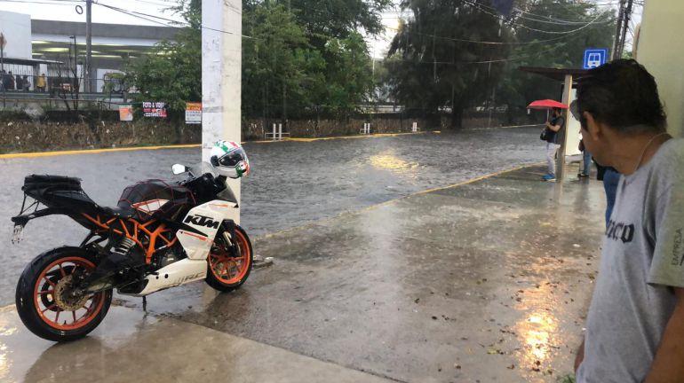 Cierran Av. Patria por inundación