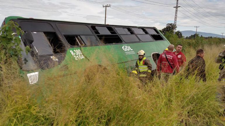 25 lesionados tras semi-volcadura de ruta 380