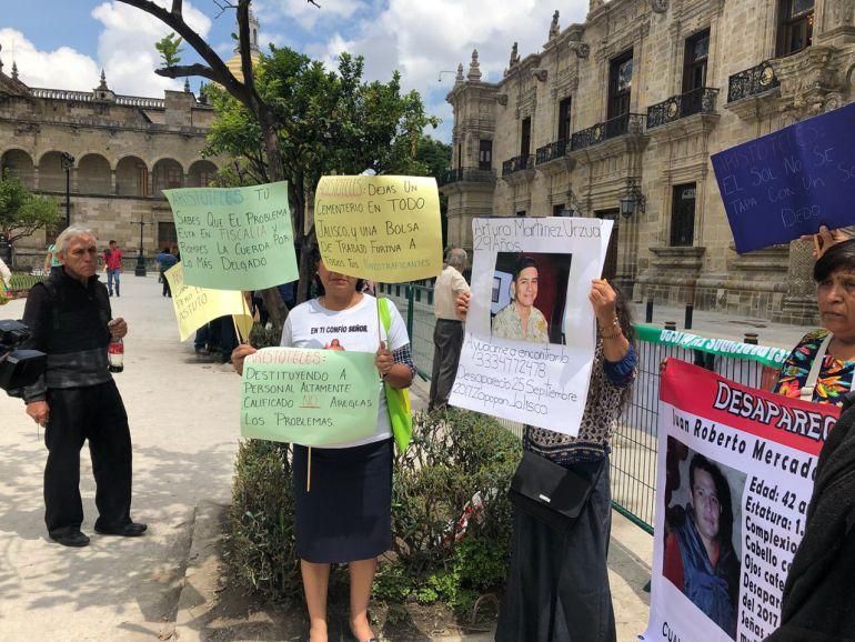 Familiares de desaparecidos se manifiestan ante visita de AMLO