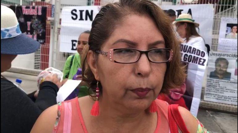 Familiares de desaparecidos se manifiestan fuera de SEMEFO