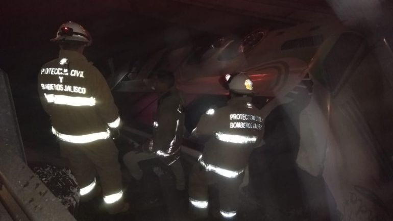 Accidente entre Jalisco y Michoacán deja 40 lesionados