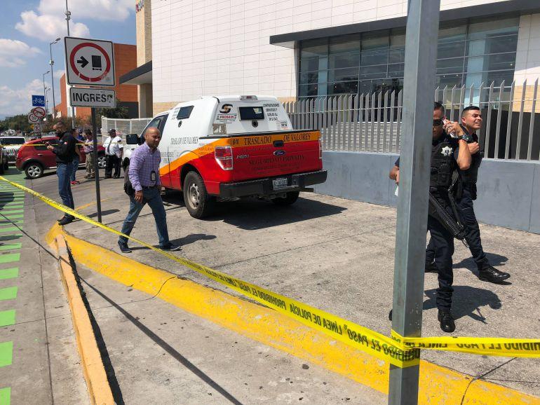 Roban dos mdp en asalto a camión blindado en Guadalajara